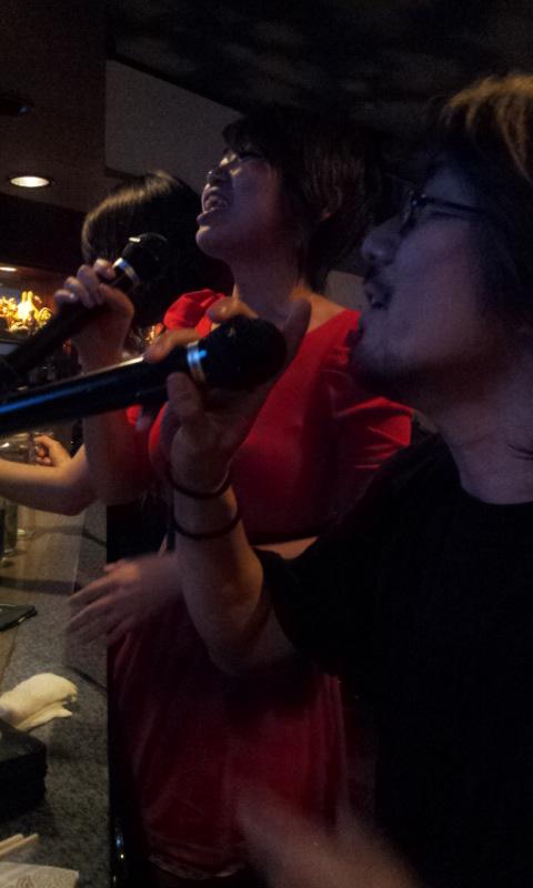 2012 05 24 22.54.25 Reiko sings Adèle, Hobara, Fukushima, 24 mai